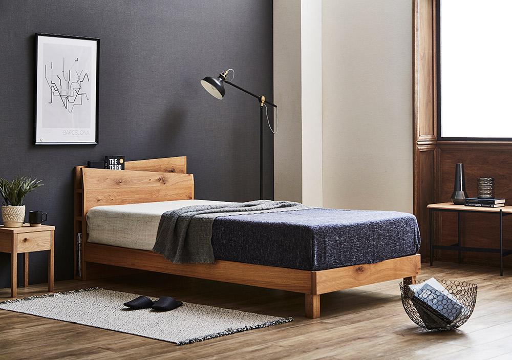 木の温もりとデザインにこだわった ベッドフレーム